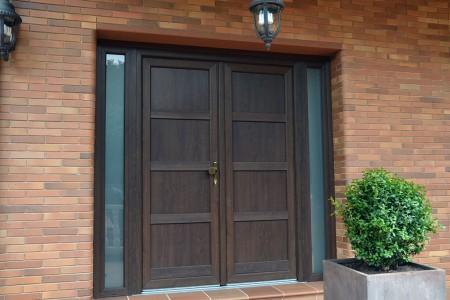 Puertas entrada modernas y seguras portes finestres for Puertas de entrada de casas modernas